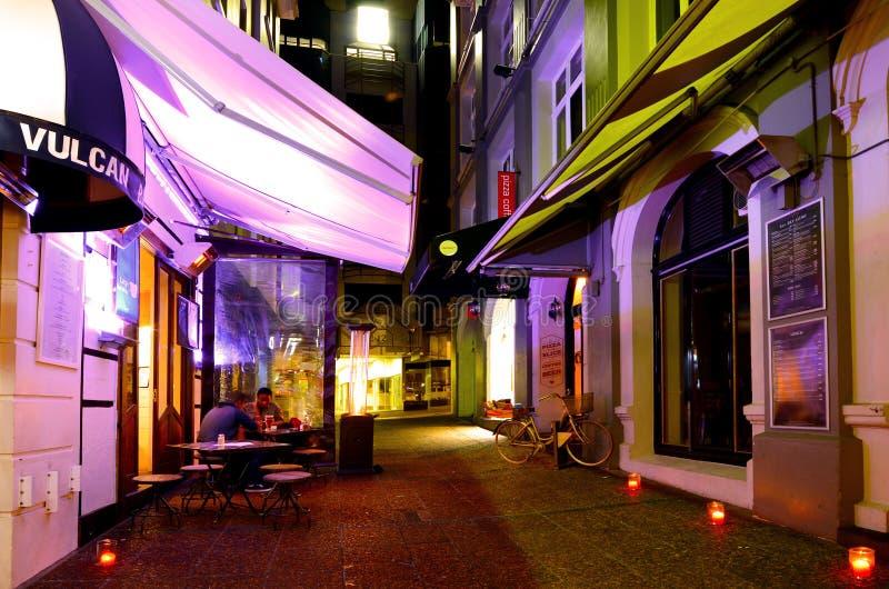 Ruelle de Vulcan à Auckland du centre la nuit photographie stock