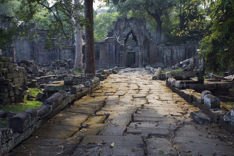 Ruelle en pierre à la trappe superficielle par les agents de temple photo stock