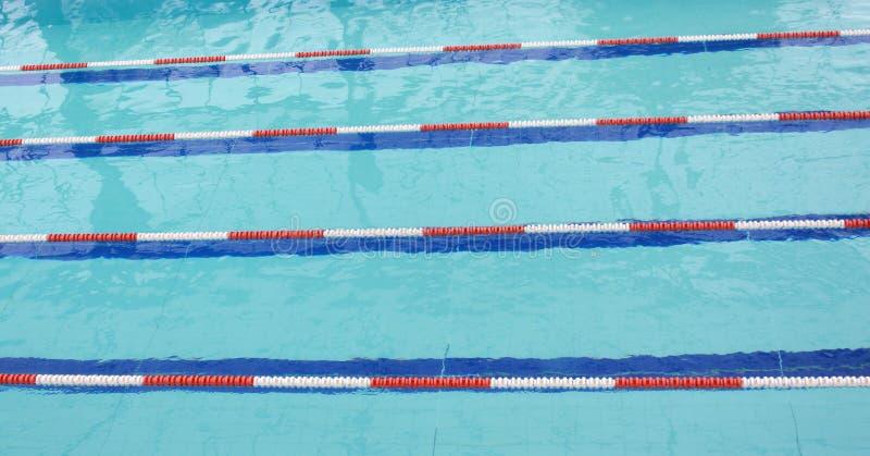 Ruelles dans une piscine concurrentielle photos libres de droits