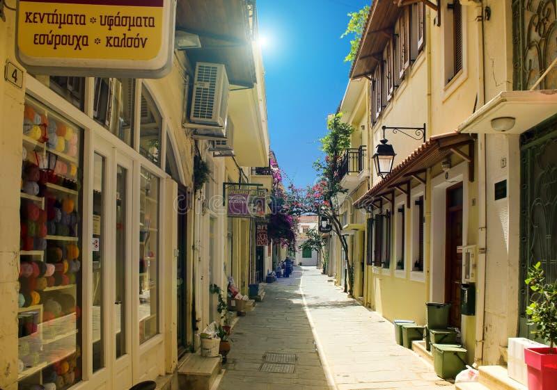 Rues étroites de la vieille ville grecque de Rethymnon image libre de droits