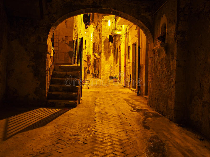 Rues d'Ortigia la nuit photos libres de droits