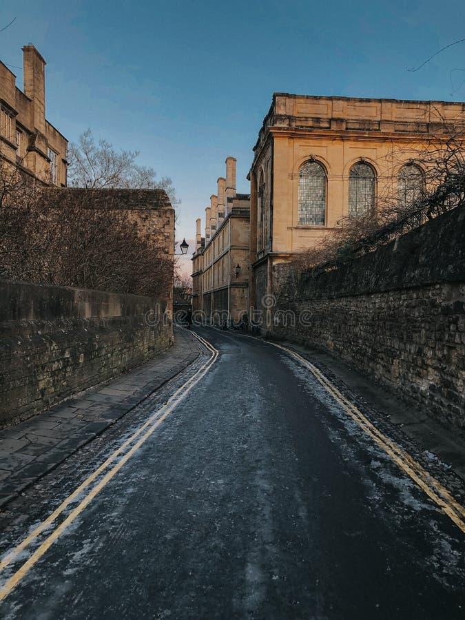 Rues d'Oxford pendant des journées de printemps chaudes photos stock