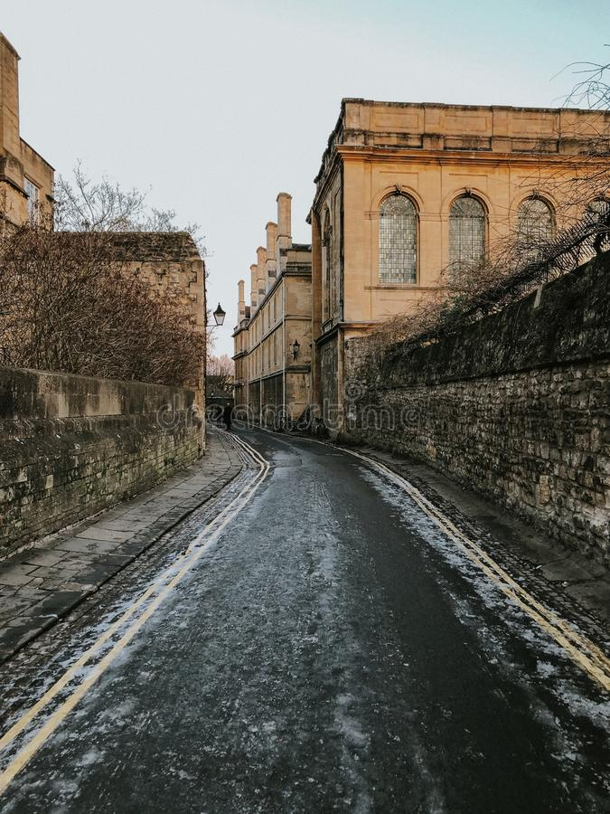 Rues d'Oxford pendant des journées de printemps chaudes images stock