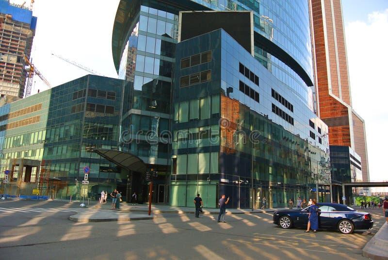 Rues d'un nouveau centre d'affaires dans la Moscou-ville images stock