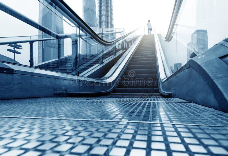 Rues de Changhaï Lujiazui d'escalator images libres de droits