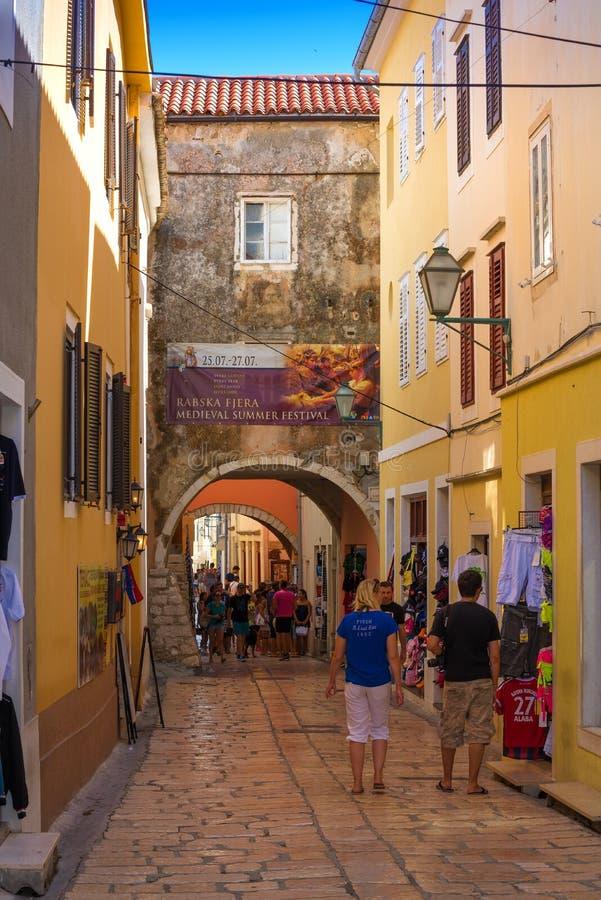 Rues de la Croatie, étroit de Rab City photographie stock libre de droits