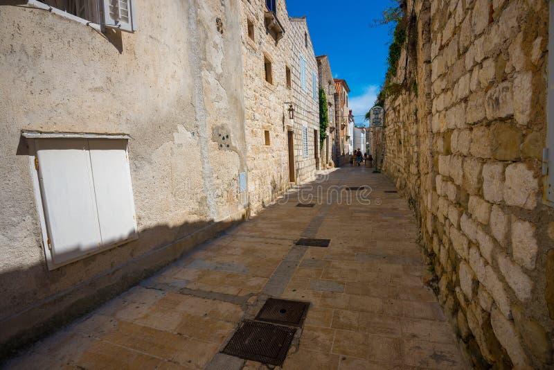 Rues de la Croatie, étroit de Rab City photographie stock