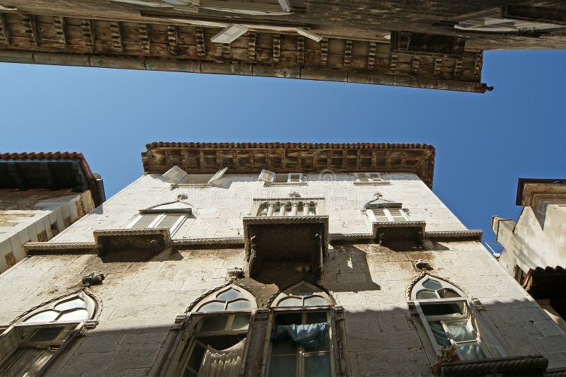 Rues de la vieille ville de Porec photo stock