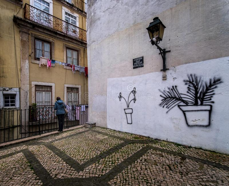 Rues de Lisbonne de vieil Alfama photographie stock