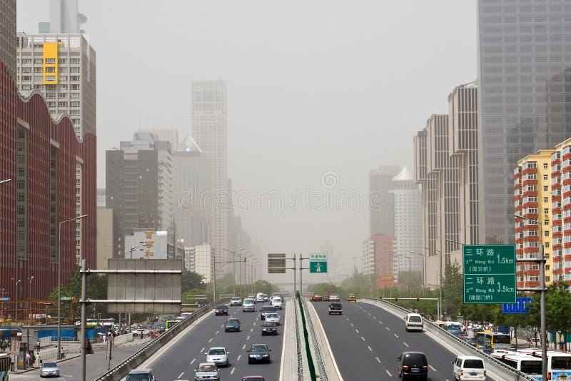 Rues de Pékin en tempête de sable images stock