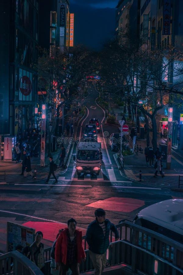 Rues de Tokyo la nuit images libres de droits