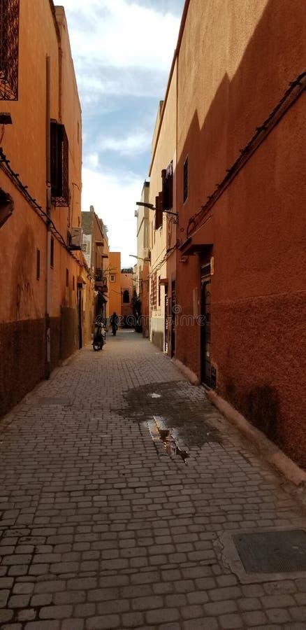 Rues de ville de Marrakech la Médina - vieille ville enrichie images stock
