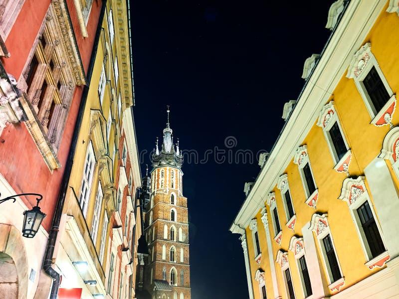 Rues et bâtiments de la place principale de vieille ville de Cracovie, Pologne photo libre de droits