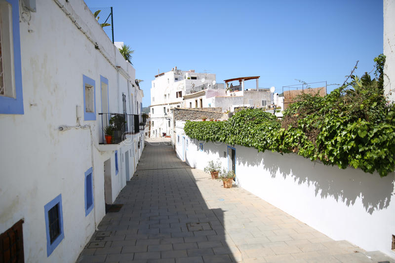 Rues typiques de la vieille ville des ibiza photo stock