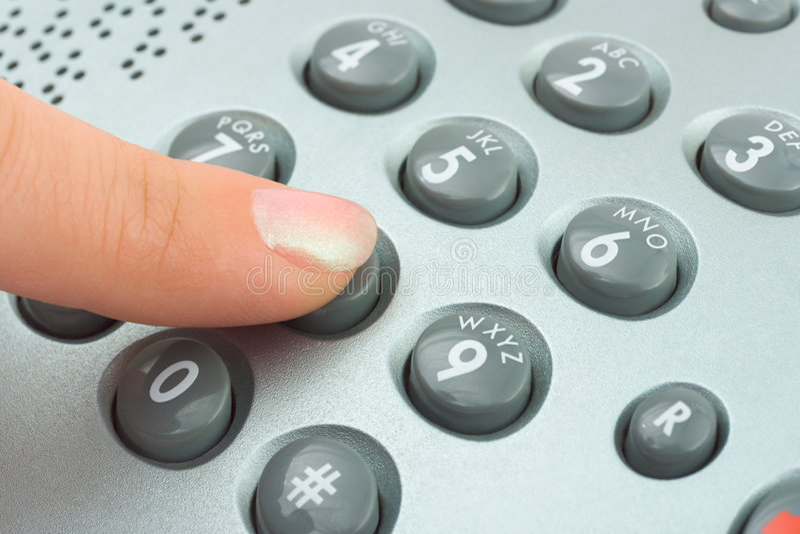 Rufen Sie Tastaturblock- und Frauenfinger an stockbild