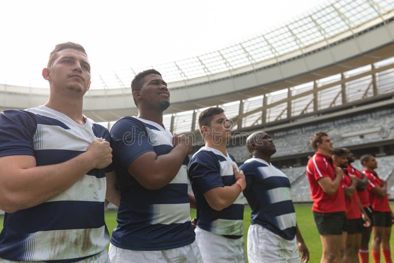 Rugby drużyny bierze przyrzeczenie w stadium zdjęcie stock