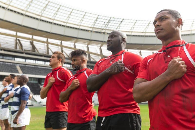 Rugbyteams die belofte in stadion nemen royalty-vrije stock afbeeldingen
