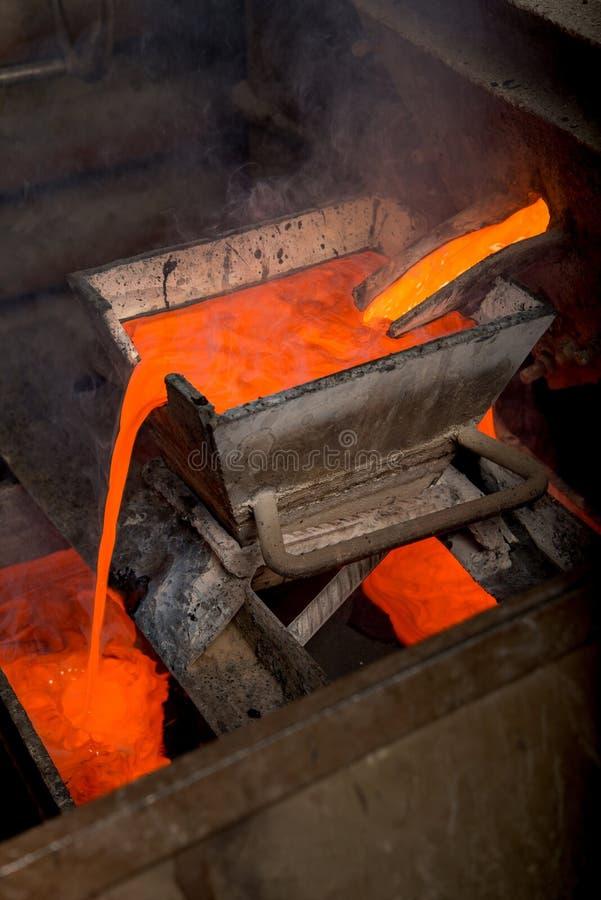 Rugga guld på en fabrik fotografering för bildbyråer