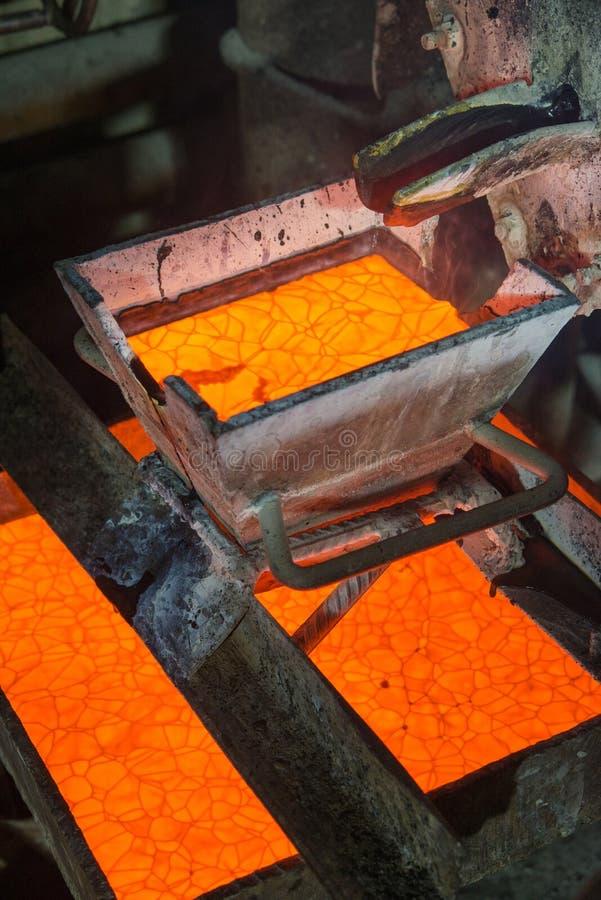 Rugga guld på en fabrik royaltyfri foto