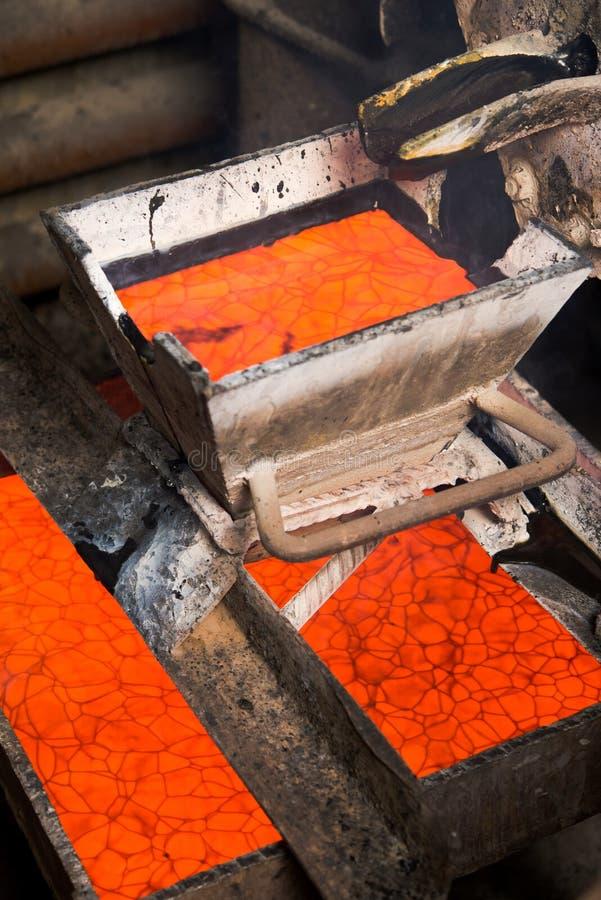 Rugga guld på en fabrik arkivfoton