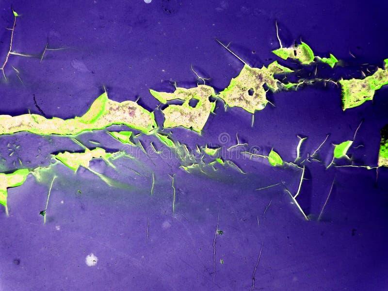 ruggine ed erosione della superficie di metallo dal wate della pioggia immagini stock