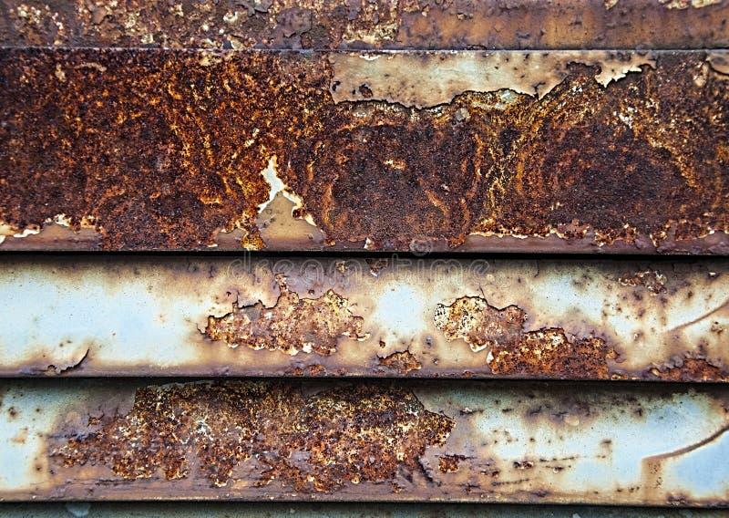 Ruggine sul ferro Striscia di metallo arrugginita strutture e fondo fotografia stock libera da diritti