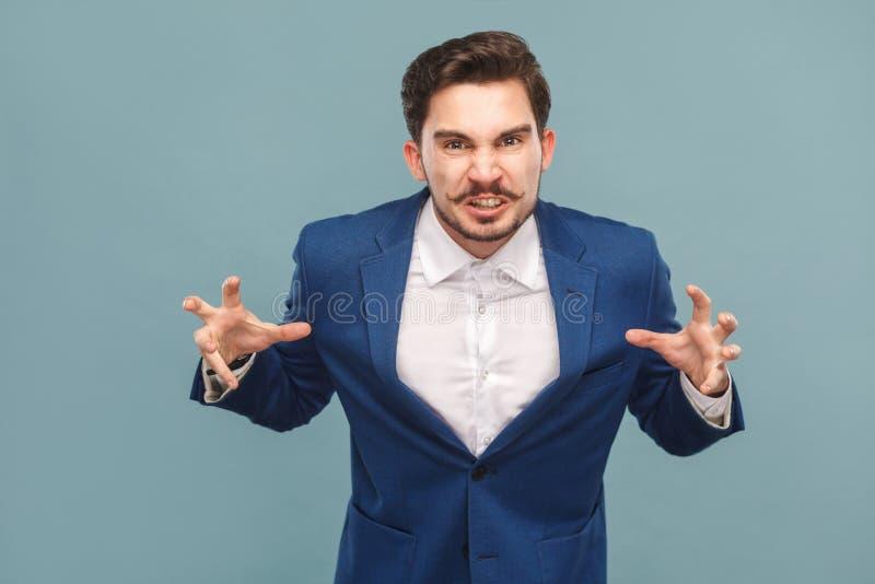 Rugido irritado do homem de negócio na câmera foto de stock