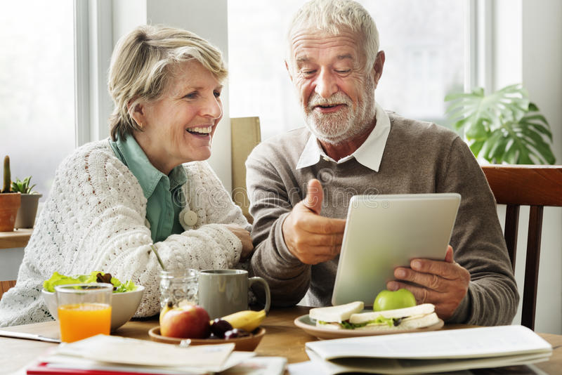 Ruhestands-älterer Paar-Lebensstil-lebendes Konzept stockbilder