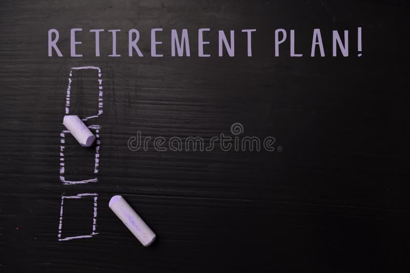 Ruhestandsplan! geschrieben mit Farbkreide Durch zusätzliche Dienstleistungen gestützt Tafel-Konzept lizenzfreie stockbilder