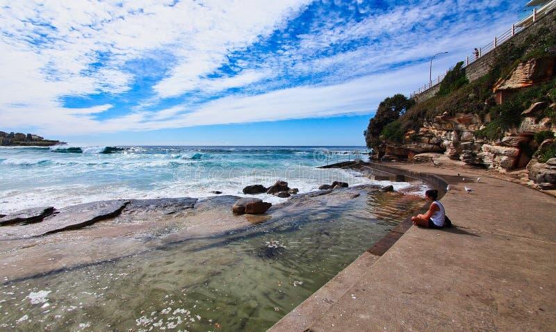 Ruhige Betrachtung von Bondi-Strand, Sydney, Australien lizenzfreie stockbilder