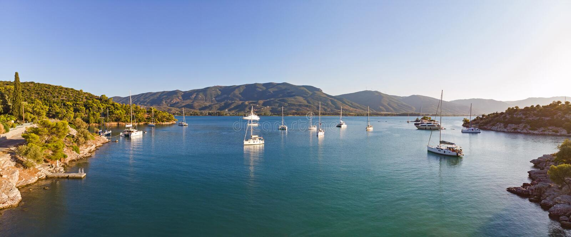 Ruhige Bucht auf der Insel Poros, Griechenland stockbild