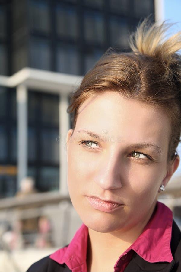 Ruhige Geschäftsfrau lizenzfreie stockbilder