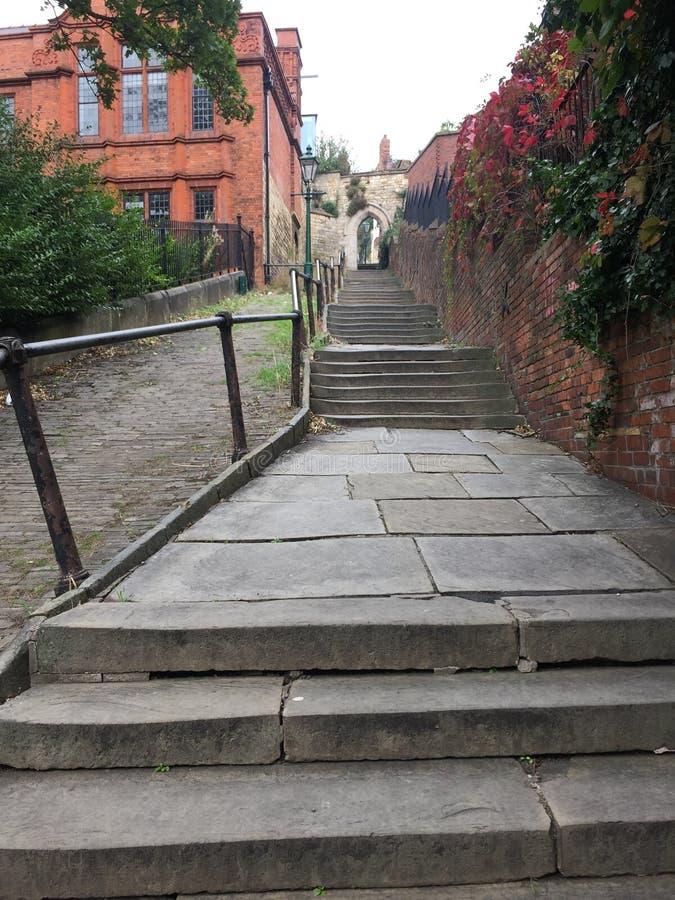 Ruhige Hintertreppe, die zu Lincoln Cathedral führt lizenzfreies stockfoto