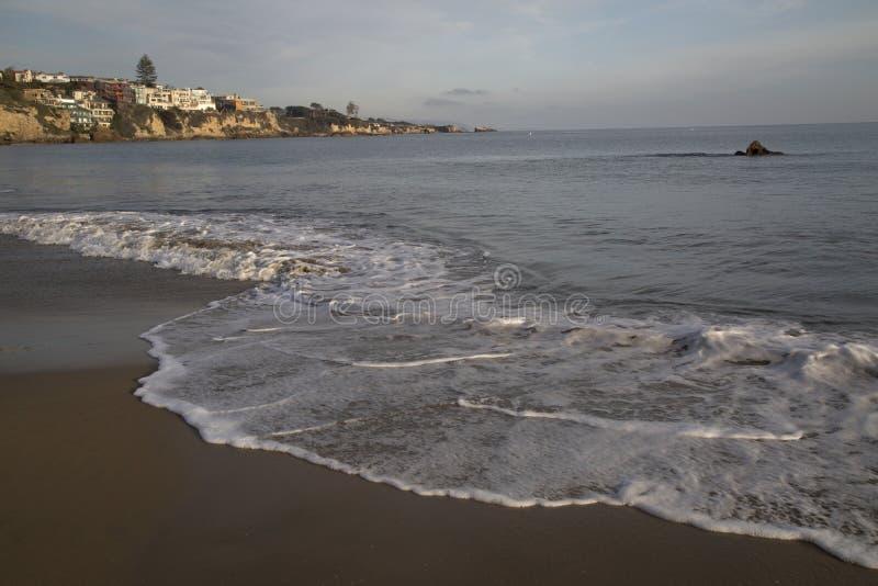 Ruhige horizontale Landschaft eines Strandsandes des Pazifischen Ozeans und lizenzfreie stockbilder