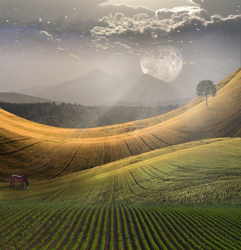 Ruhige Landschaft mit Berg lizenzfreie abbildung