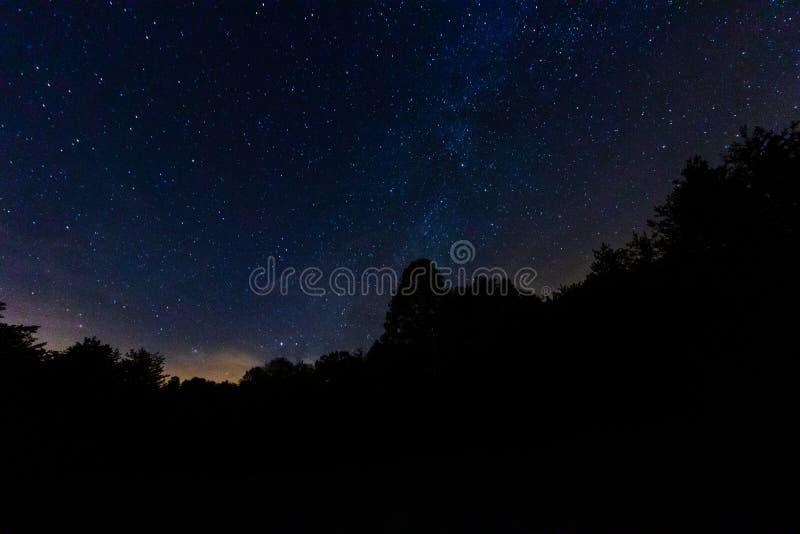 Ruhige Nacht in der Landschaft lizenzfreies stockbild