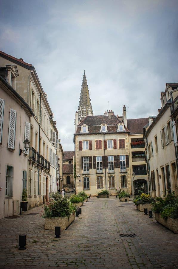 Ruhige Straße in Dijon France lizenzfreie stockfotos