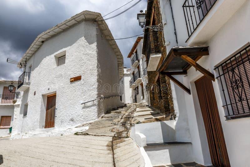 Ruhige Straße von Capileira im La Alpujarra, Granada, Spanien lizenzfreie stockbilder
