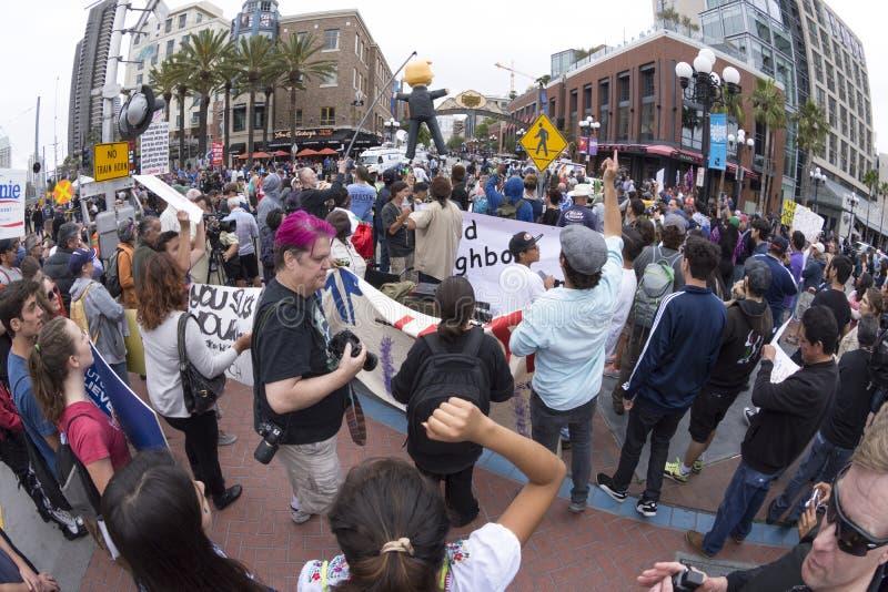 Ruhiger AntiTrumpfprotest stockfoto