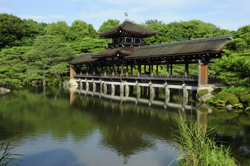 Ruhiger japanischer Garten stockfotos