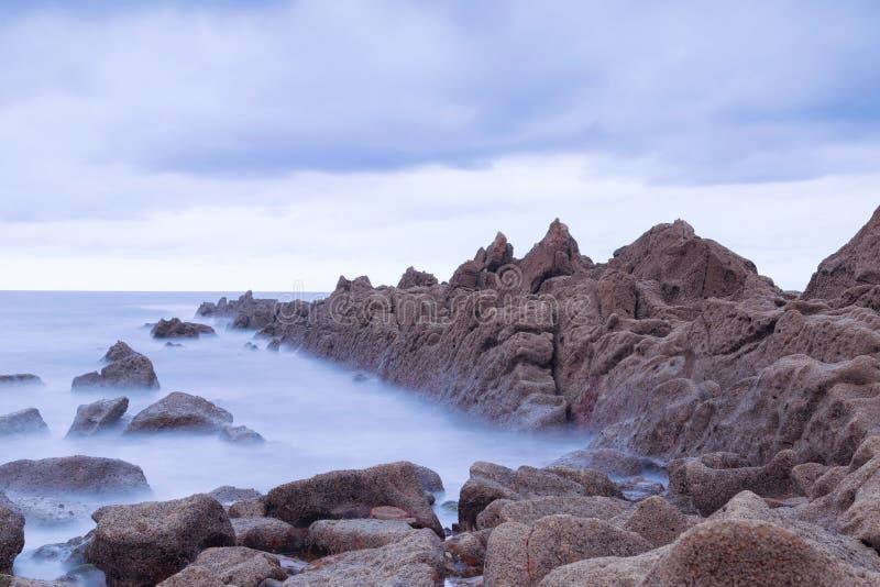Ruhiger Meerblick in Azkorri-Strand, Spanien stockbilder