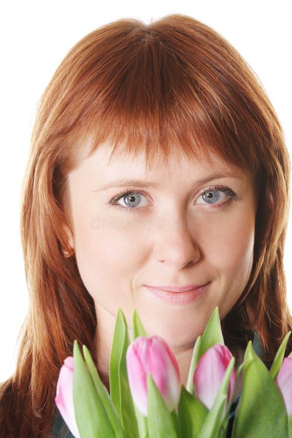 Download Ruhiger Redhead Mit Rosafarbenen Tulpen Stockbild - Bild von serene, kaukasisch: 12200481
