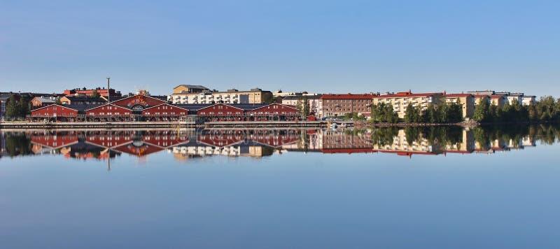Ruhiger Sommermorgen in Luleå lizenzfreie stockfotos