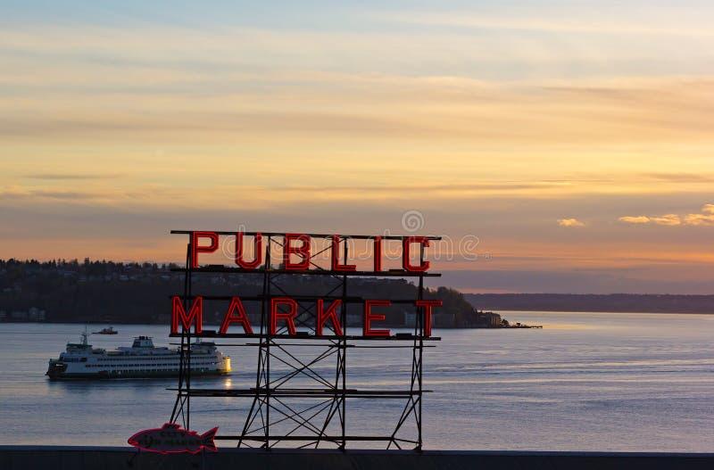 Ruhiger Sonnenuntergang über Puget Sound in Seattle, USA stockfotografie