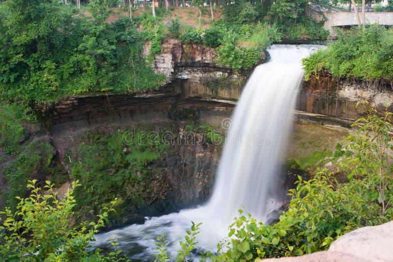 Ruhiger Wasserfall stockbild
