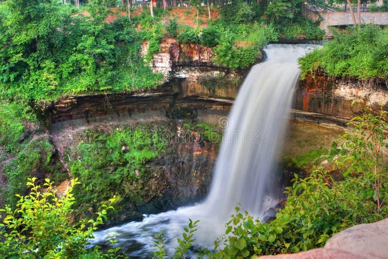 Ruhiger Wasserfall in High Dynamic Range stockfotografie