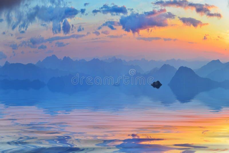 Ruhiges Abendwasser und weite Sommerberge stockfotos