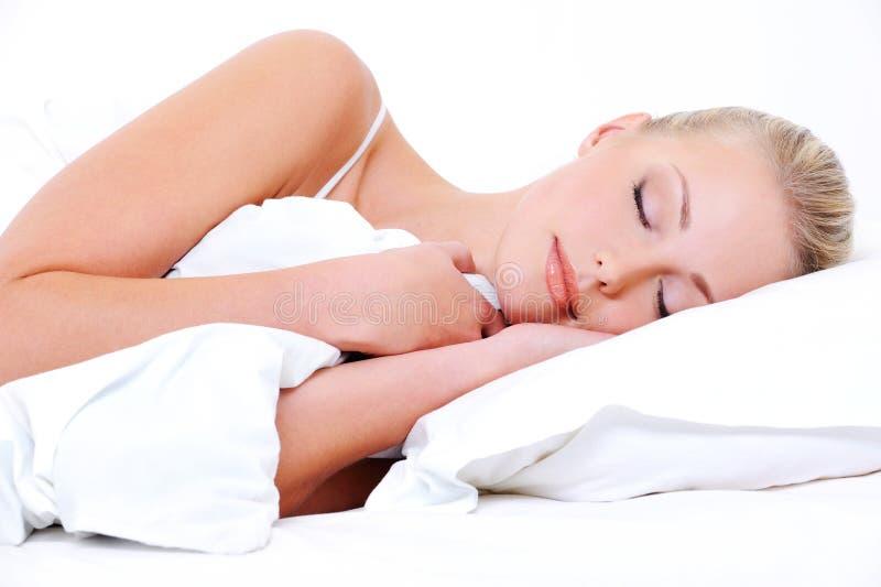 Ruhiges Gesicht einer schlafenden Frau lizenzfreie stockfotografie