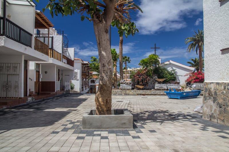 Ruhiges Quadrat im kleinen spanischen Dorf lizenzfreies stockbild