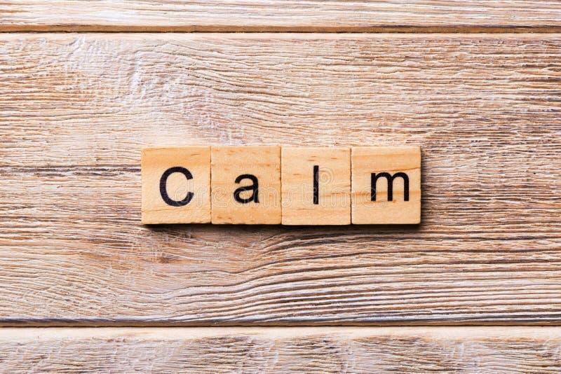 Ruhiges Wort geschrieben auf hölzernen Block ruhiger Text auf Holztisch für Ihr Desing, Konzept lizenzfreies stockbild